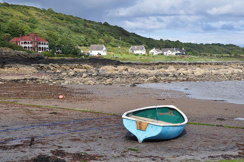 File:Scotland, Isle of Arran, Kildonan, shore with Drimla Lodge.JPG