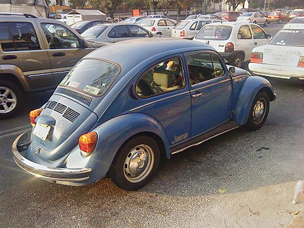 1995 Mexican Volkswagen Beetle, the last model with chrome moldings. In the picture, the 1995 Jeans Limited Edition. Sedan Jeans.jpg