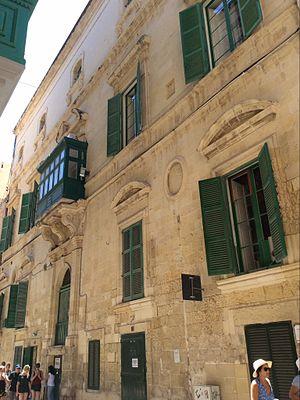 Palazzo Parisio (Valletta) - Image: Side facade palazzo parisio