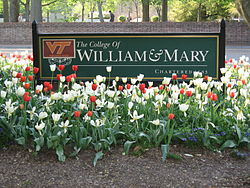 "Sign near ""Confusion Corner"", College of William & Mary, (Williamsburg, Virginia, USA - 23-04-2007).jpg"