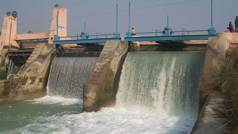Small Hydroelectric Dam on Ganges Canal at Nagla Kabir UP.jpg