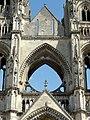 Soissons (02), abbaye Saint-Jean-des-Vignes, abbatiale, façade occidentale, pignon et ancienne rosace de la nef.jpg