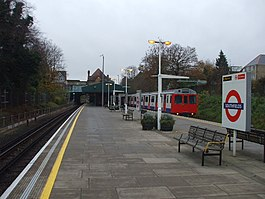 Southfields station II, SW18 - geograph.org.uk - 1049755.jpg