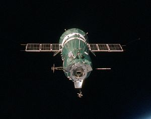 Soyuz 7K-TM - Image: Soyuz 19 Docking End