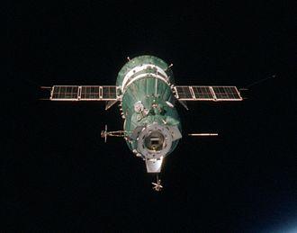 Soyuz 7K-TM - Image: Soyuz 19 Docking End