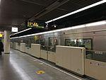 Station platfom screen doors on Fukuoka Municipal Subway 2016-12-09.jpg
