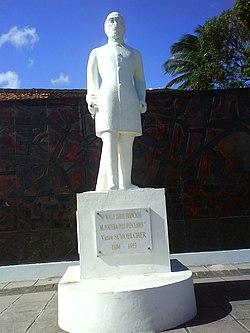 Statue de Victor Schoelcher à Schoelcher (Martinique).jpg