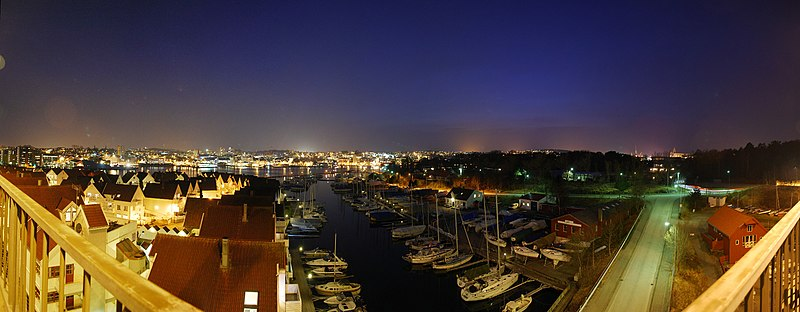 File:Stavanger at night (view from bybrua) - panoramio.jpg