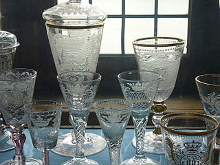 Stemware drinkware that stands on stems above a base