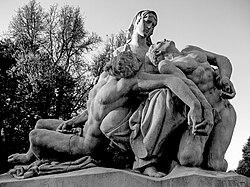 ON EN PARLA AU PASSE... JUSTE AVANT DE LES OUBLIER ?!? dans Hommages et coups de gueule ! 250px-Strasbourg%2C_monuments_aux_morts