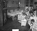 Studenten poppenkast in Emma Kinderziekenhuis, Bestanddeelnr 905-1743.jpg