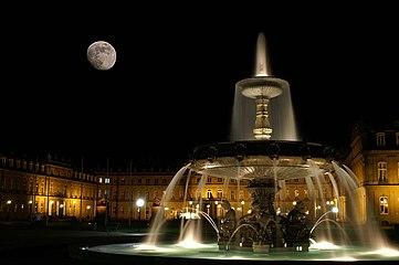 Stuttgart Schlossplatz Nacht.jpg