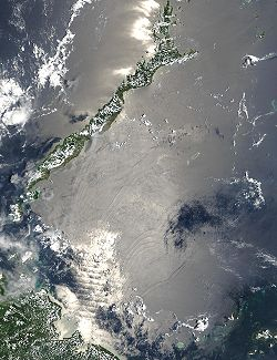 Imaxe Visible Earth da NASA mostrando as ondas internas formadas no mar de Sulu.