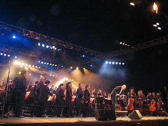 Orchestre philharmonique de Strasbourg - The orchestra conducted by Jérôme Pillement at the free open-air concert Symphonie des deux rives in June 2006.