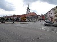 Třebíč, Karlovo náměstí, od Jihlavské brány k městské věži.jpg