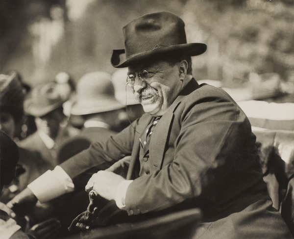 Roosevelt shortly after leaving office, October 1910 TR smiling in automobile.tif