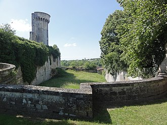 Battle of Taillebourg - Château de Taillebourg, the tower that overlooks the bridge on the Charente river.