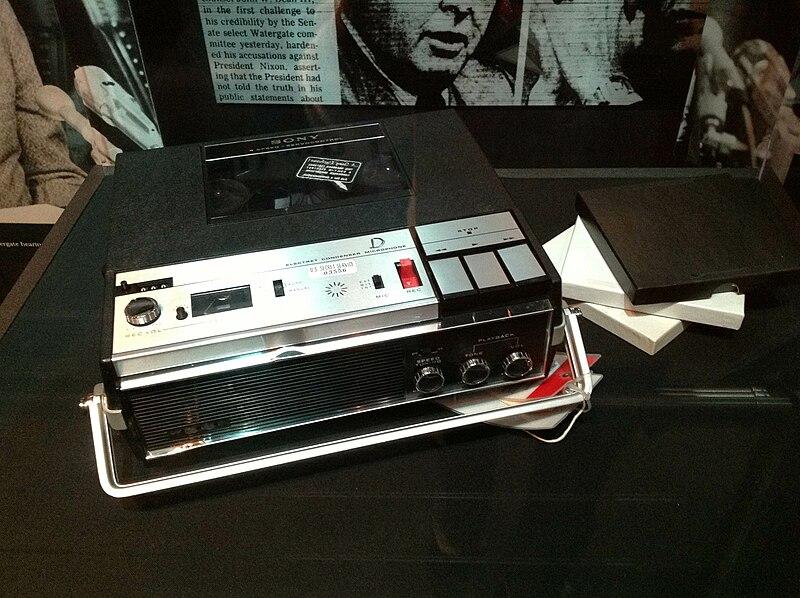 Tape recorder from President Nixon%27s Oval Office.jpg