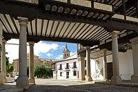 Tembleque, entrada sur Plaza Mayor,01.jpg