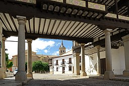 Tembleque, entrada sur Plaza Mayor,01.jpg