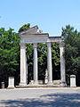 Tempio di Annia Faustina e Cerere (15938700766).jpg