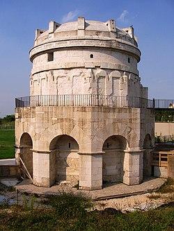 Teodorico Mausoleum - Ravenna, Italy.JPG