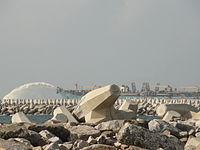 Tetrapods-ColomboHarbour-Dec2010.jpg