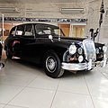 The First Daimler limousine used by President Sir Seretse Khama.jpg