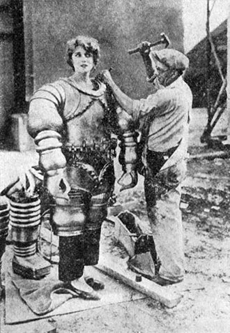 The Mysterious Island (1929 film) - Jane Daly (Jacqueline Gadsden) prepared for a scene in The Mysterious Island