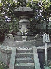 TokugawaIemochi grave.JPG