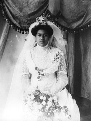 ʻAnaseini Takipō - Queen Takipō on her wedding day