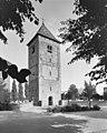 Toren, noordwestzijde, met rondom gelegen kerkhof - Ewijk - 20398320 - RCE.jpg