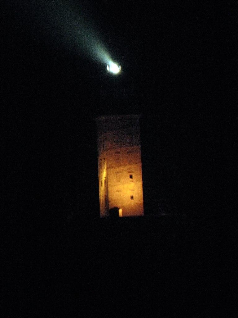 Torre de Hércules en Coruña por la noche