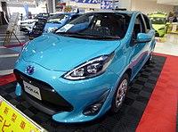 Toyota AQUA S (DAA-NHP10) front.jpg