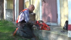 Tiedosto:Tree Felling I - Sharpening the Chainsaw.webm