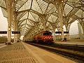 Tren regional en la estación de Oriente, Lisboa.jpg