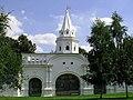 Tsar's Court in Izmailovo. Western gates 1.jpg