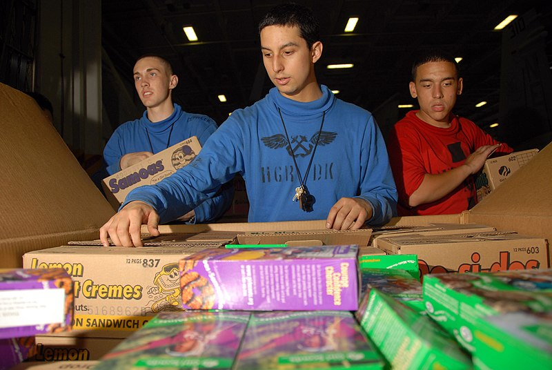File:US Navy 080709-N-9450M-066 Aviation Boatswain's Mate (Handling) Airman Cristian Orkiz distributes free Girl Scout Cookies sent by Junior Troop 818 of Woodinville, Wash.jpg