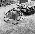 Uitrusting van een balata-bleeder en balata-matten, Bestanddeelnr 252-5437.jpg