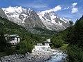 Uno dei rivoli d'acqua dalla grande montagna - panoramio.jpg