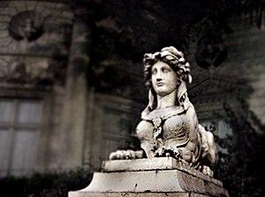 Musée de la Légion d'honneur - Statue outside the museum