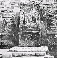 Vajrasana under Buddha statue.jpg