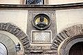 Via dei servi 2-4, palazzo naldini del riccio, busto e lapide a donatello, di emilio mancini, 1886, 01.jpg