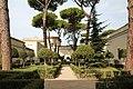 Villa giulia, giardino all'italiana con pini romani 1.jpg
