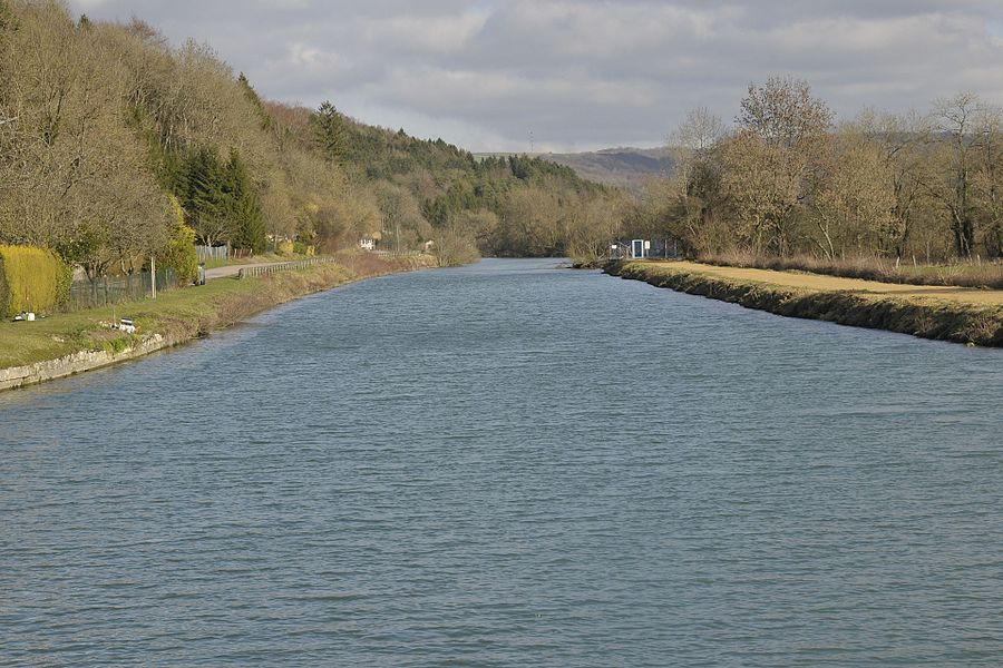 The river Meuse in Vilosnes-Haraumont