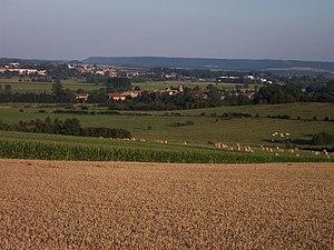 Cesse - Vue sur le village de Cesse depuis les hauts de Luzy-Saint-Martin