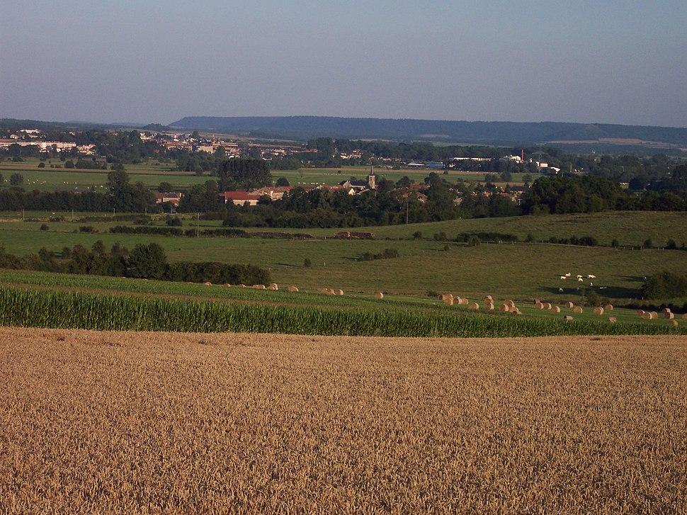 Vue sur le village de Cesse depuis les hauts de Luzy-Saint-Martin