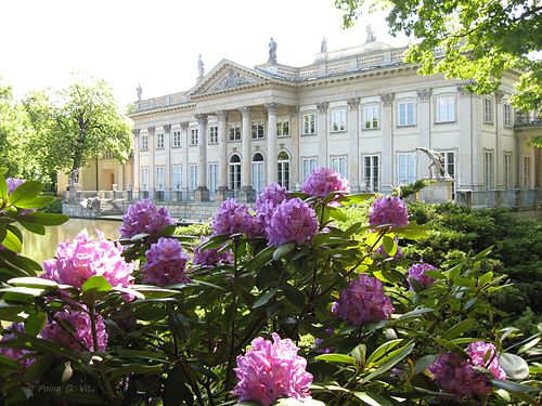 Neoclassical Water Palace in the Royal Baths Park where the Lunches were held in summer Warszawa lazienki park.jpg