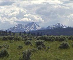 Parque nacional de Yellowstone, establecido en 1872, siendo el primero en el mundo en recibir tal denominación. Es famoso por su contenido volcánico y formaciones rocosas