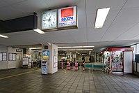 Yutenji Station Gates.jpg